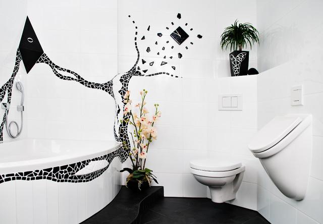 Писсуар совсем не портит вид ванной комнаты, а наоборот –дополняет ее и комфортизирует