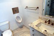 Фото 1 Писсуар для ванной комнаты: особенности выбора, подвода воды и монтажа