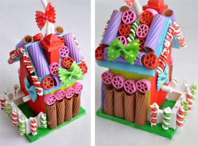 Сказочный домик из разноцветных макарон