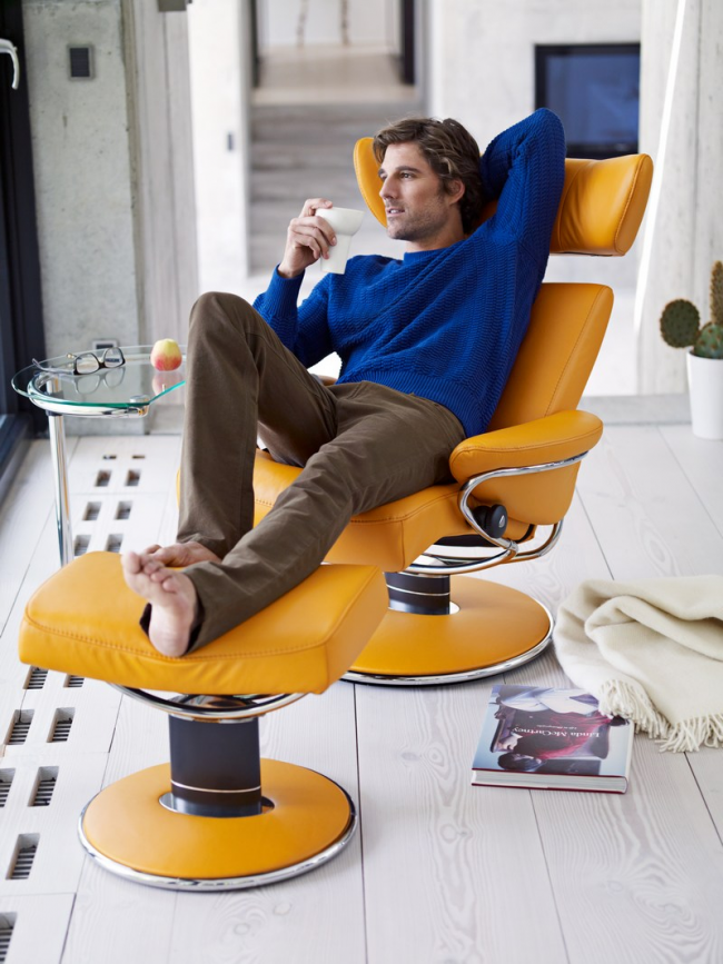 Кресло с откидной спинкой и боковым фиксатором высоты