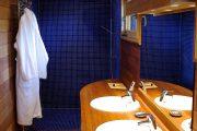 Фото 26 Синяя ванная комната: 75 элегантных интерьеров в холодных тонах
