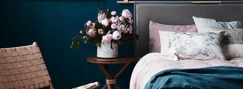 Спальня в синем цвете: как создать уютный и теплый интерьер в холодной гамме