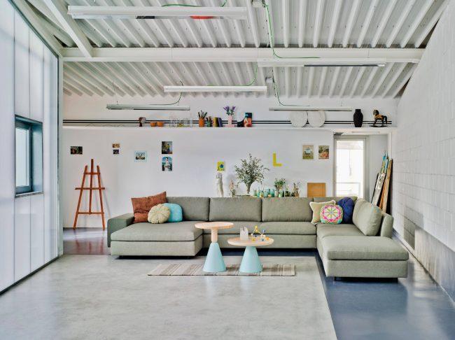 Ценители светлых оттенков в интерьере наверняка будут рады оформить квартиру в стиле лофт