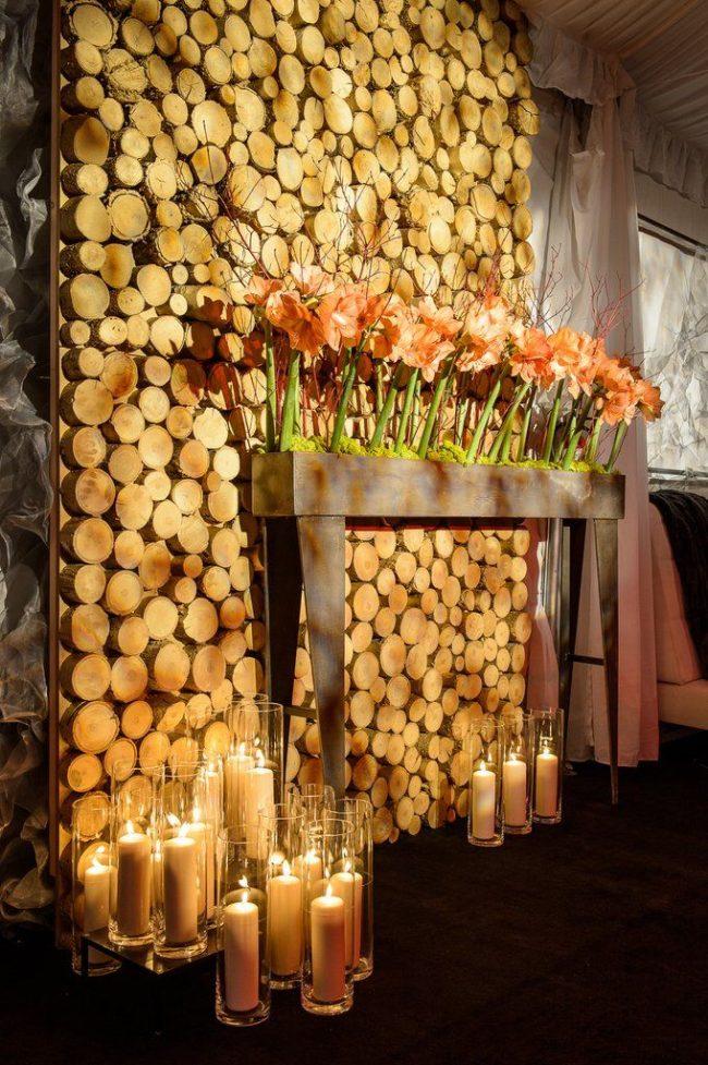 Свечи для романтического вечера: высокие стаканы со свечами заменят камин и создадут уютную обстановку