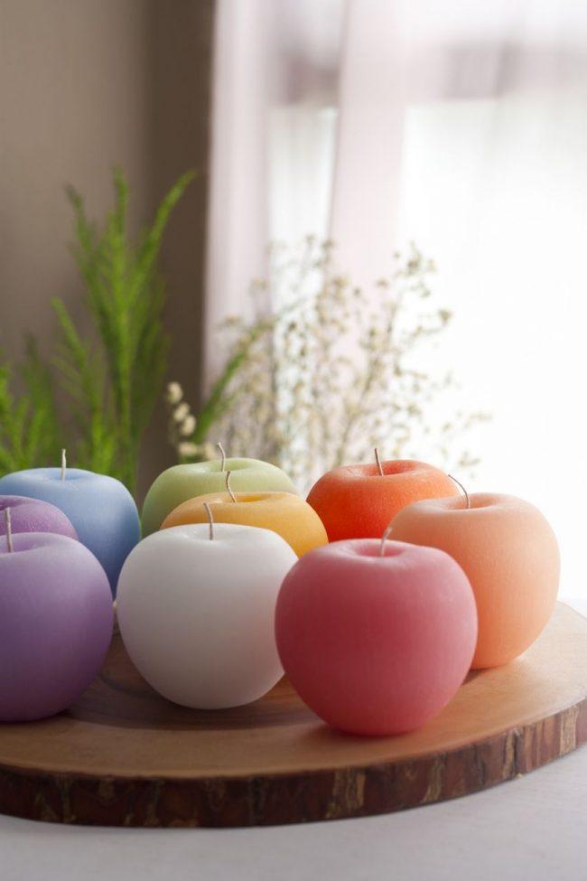 Свечи в виде разноцветных яблочек
