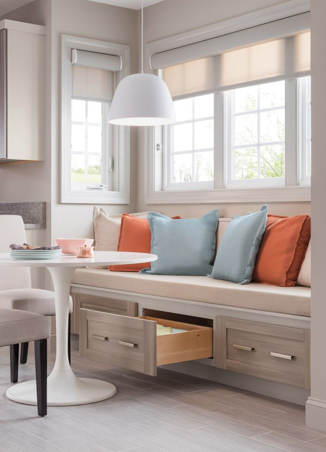 Практичный вариант тахты на кухню с матрасом из латекса и выдвижными ящикамидля кухонных мелочей