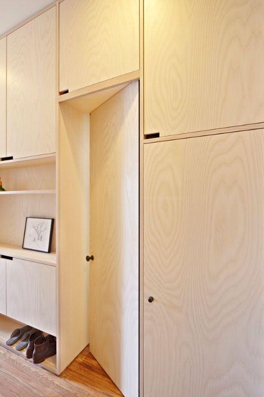 Шкафы из ясеня бежевого цвета подойдут для ценителей натуральных интерьеров и пастельных тонов