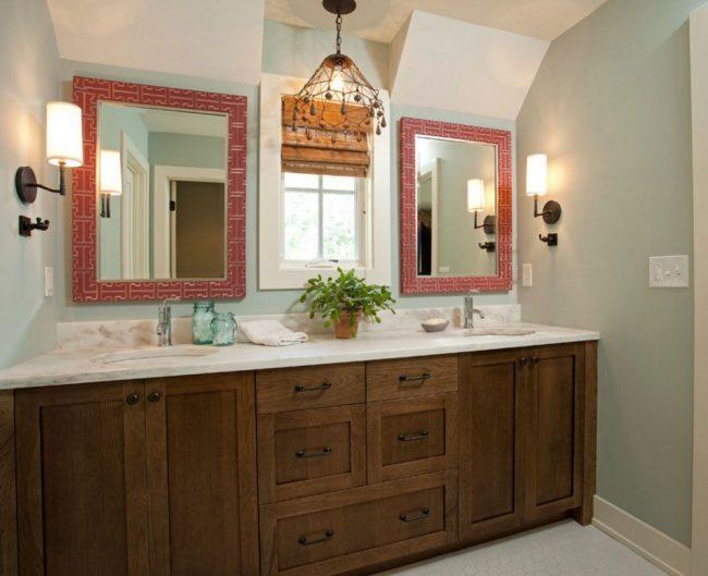 Тумбы из темного ясеня в ванной комнате подчеркнут изысканный вкус владельцев дома