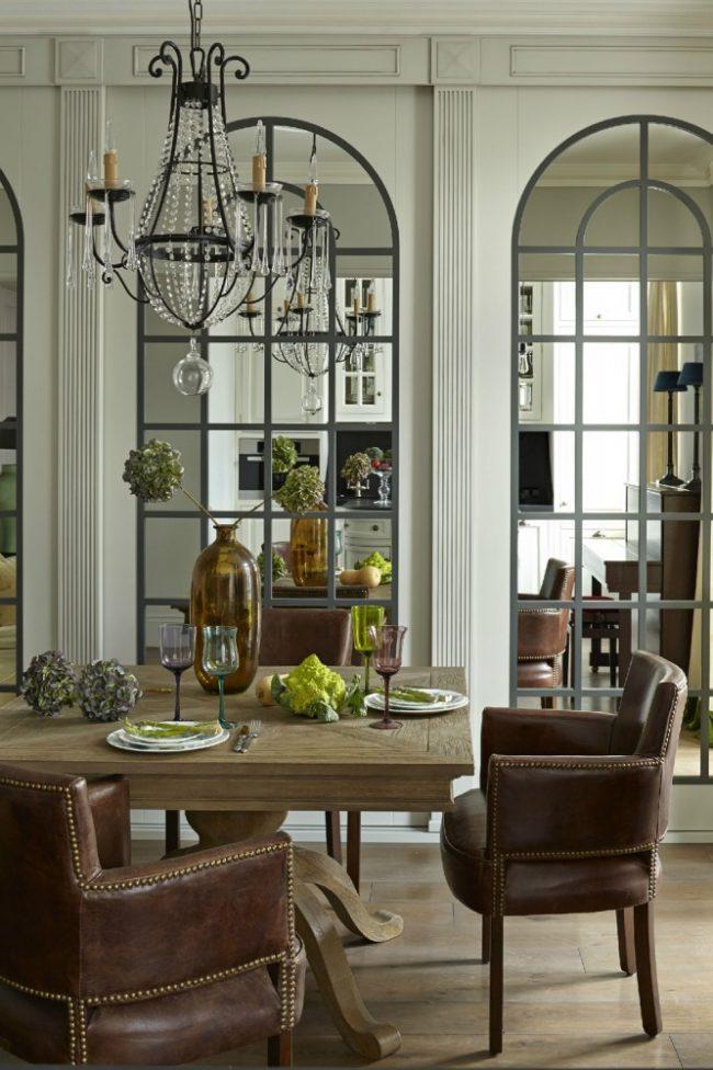 Практичные и эстетичные зеркальные панно в столовой зоне