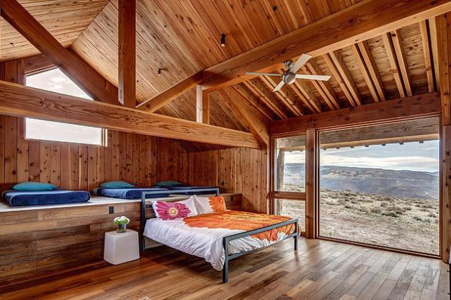 Восковое покрытие позволяет сохранить экологичность и натуральный блеск древесины
