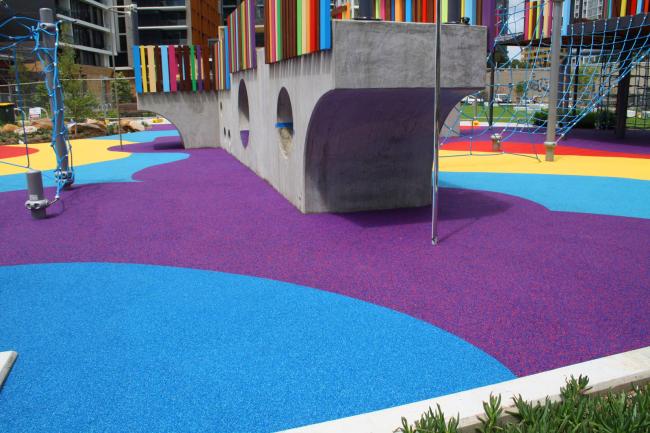 Покрытие для детских площадок из резиновой крошки: бесшовное покрытие из резиновой крошки