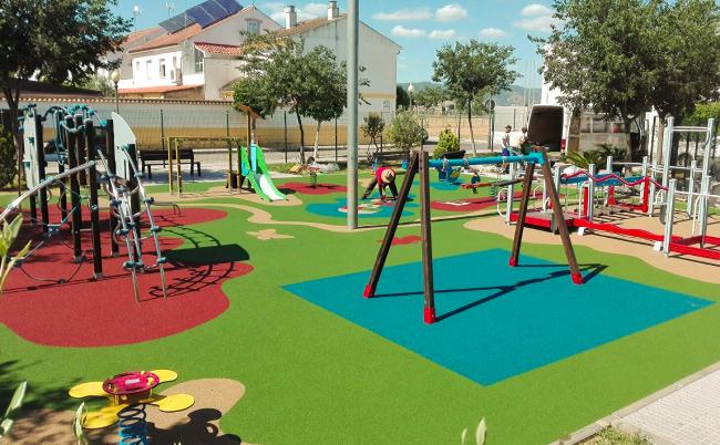 Детская площадка в одном из коттеджных городков Севильи (Испания)