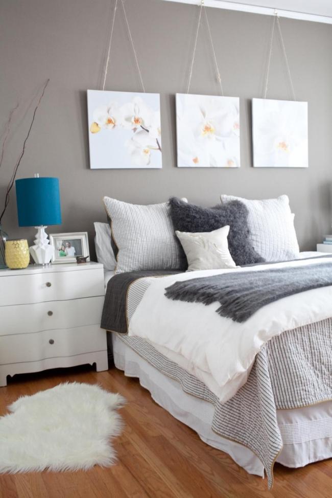 Модульная картина с фотопечатью цветов в спальне