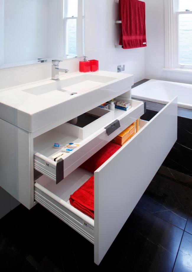 Удобный комод с двумя ящиками для ванной комнаты