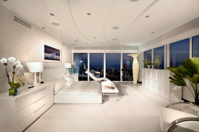 Белые глянцевые комоды: белая спальня в стиле модерн с глянцевым комодом
