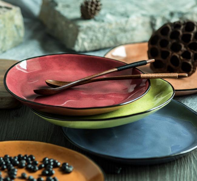 Благодаря своим достоинствам керамическая посуда очень популярна