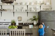 Фото 17 Кухня без верхних шкафов: 75+ функциональных интерьеров для тех, кто устал от кухонной классики