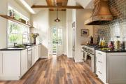 Фото 23 Кухня без верхних шкафов: 75+ функциональных интерьеров для тех, кто устал от кухонной классики