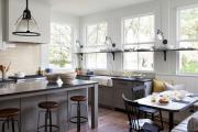 Фото 24 Кухня без верхних шкафов: 75+ функциональных интерьеров для тех, кто устал от кухонной классики