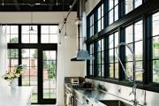 Фото 25 Кухня без верхних шкафов: 75+ функциональных интерьеров для тех, кто устал от кухонной классики