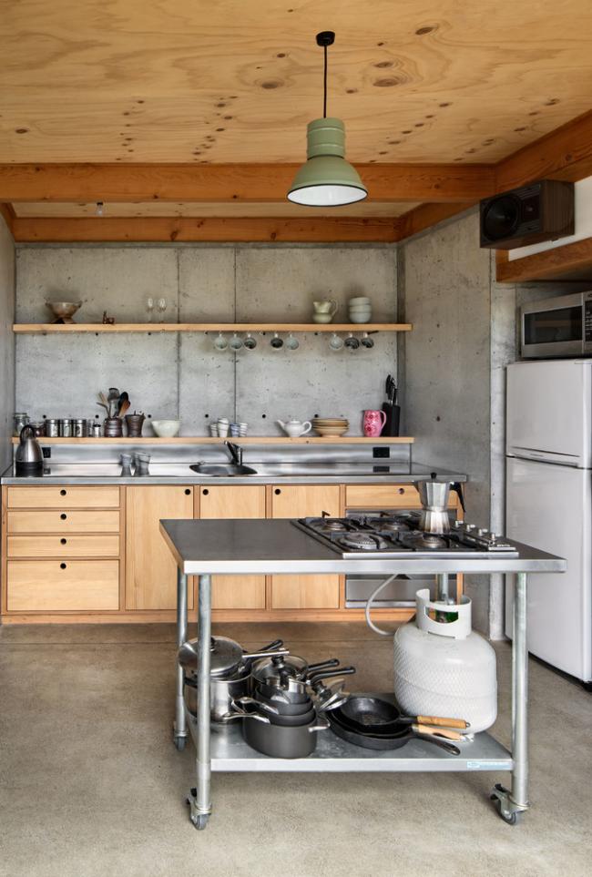 Кухню без верхних шкафов вряд ли могут себе позволить обладатели маленьких кухонь