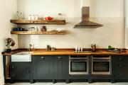 Фото 27 Кухня без верхних шкафов: 75+ функциональных интерьеров для тех, кто устал от кухонной классики