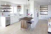Фото 33 Кухня без верхних шкафов: 75+ функциональных интерьеров для тех, кто устал от кухонной классики
