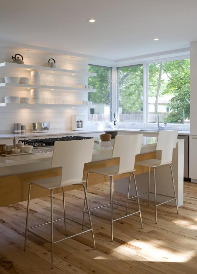 Светодиодное освещение на потолке и полках на кухне в стиле модерн