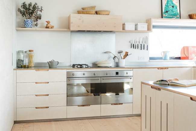 В скандинавском направлении также можно часто встретить кухни без верхних шкафов