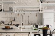 Фото 39 Кухня без верхних шкафов: 75+ функциональных интерьеров для тех, кто устал от кухонной классики