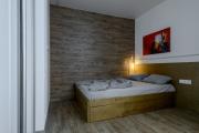 Фото 6 Ламинат на стене в спальне: 80 уютных вариантов отделки для минималистичных интерьеров