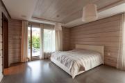 Фото 7 Ламинат на стене в спальне: 80 уютных вариантов отделки для минималистичных интерьеров