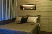 Фото 18 Ламинат на стене в спальне: 80 уютных вариантов отделки для минималистичных интерьеров