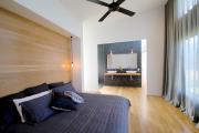 Фото 33 Ламинат на стене в спальне: 80 уютных вариантов отделки для минималистичных интерьеров
