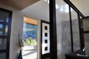 Фото 16 Межкомнатные перегородки из стекла: 80 дизайнерских вариантов зонирования квартиры