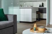 Фото 22 Межкомнатные перегородки из стекла: 80 дизайнерских вариантов зонирования квартиры