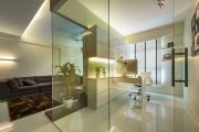 Фото 23 Межкомнатные перегородки из стекла: 80 дизайнерских вариантов зонирования квартиры