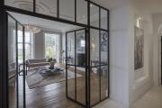 Фото 29 Межкомнатные перегородки из стекла: 80 дизайнерских вариантов зонирования квартиры