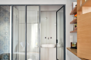 Фото 32 Межкомнатные перегородки из стекла: 80 дизайнерских вариантов зонирования квартиры