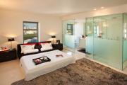Фото 34 Межкомнатные перегородки из стекла: 80 дизайнерских вариантов зонирования квартиры