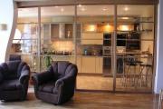 Фото 37 Межкомнатные перегородки из стекла: 80 дизайнерских вариантов зонирования квартиры
