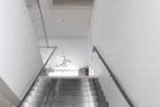 Фото 7 Перила из нержавеющей стали: 80+ универсальных вариантов для современных интерьеров
