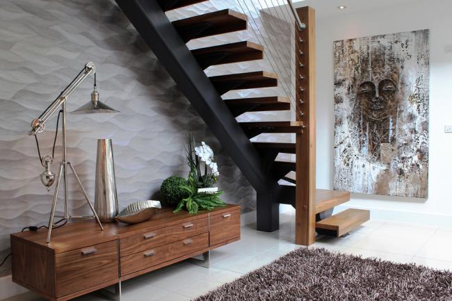 Стальные перила в стильном современном интерьере