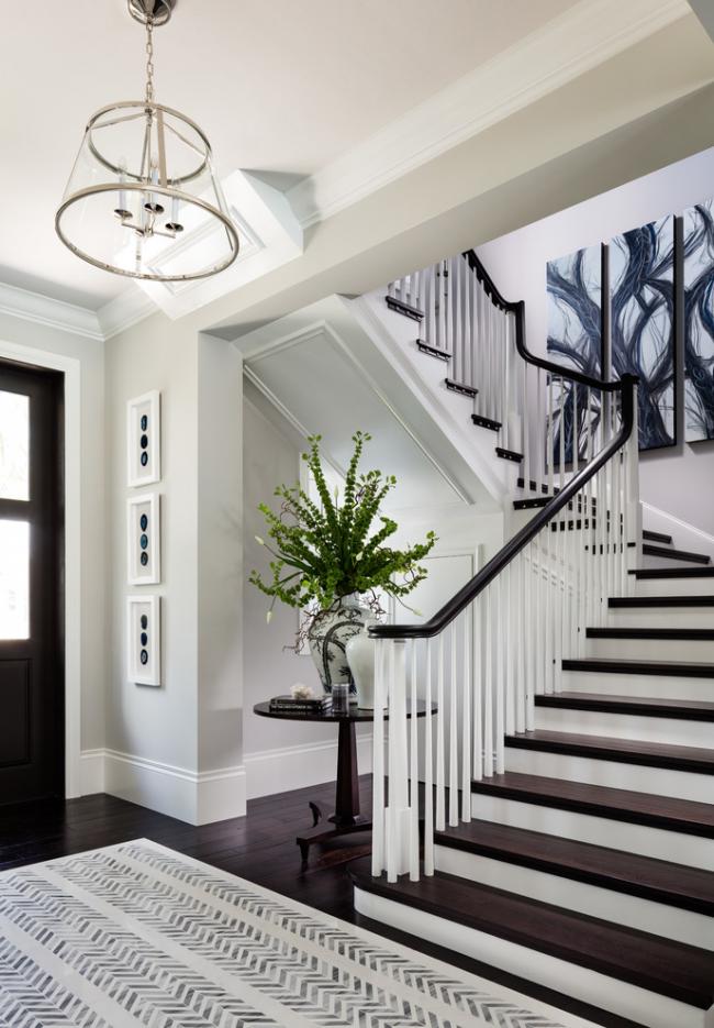 Черно-белый интерьер загородного дома в классическом стиле