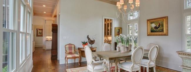 Теплый и уютный интерьер одноэтажного дома в стиле прованс