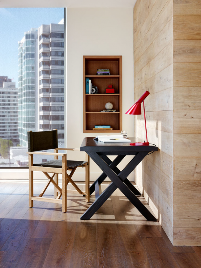 Режиссерский стул - прекрасный вариант для интерьера в стиле модерн