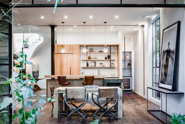 Крупные дизайнерские дома по изготовлению мебели стали один за другим создавать различные вариации режиссерского стула
