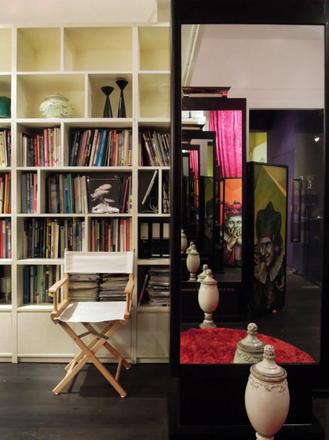 Складные стулья становятся неотъемлемыми элементами интерьеров кабинетов и гостиных