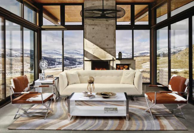 Уютная веранда с панорамным остекление станет прекрасным местом отдыха даже в холодное время года