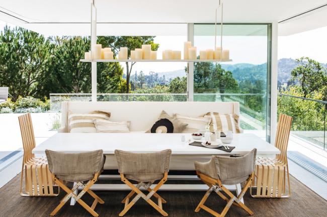 Незамысловатость конструкции поможет режиссерскому креслу гармонично вписаться в уютный интерьер вашей веранды